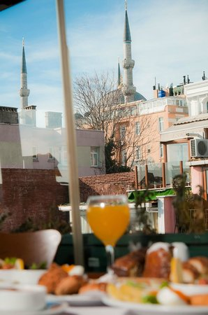 ZeugmaCity Hotel: Breakfast With BlueMosque View