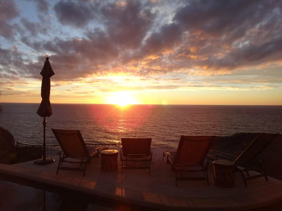 Arriba de la Roca:                   one of the 7 beautiful sunsets we had on our stay