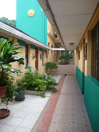 Hotel San Jose: Center corridor
