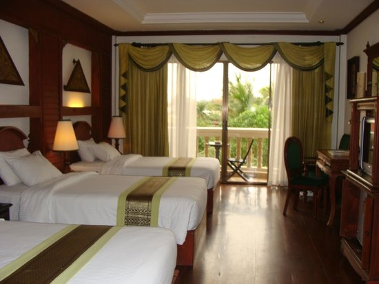 Borei Angkor Resort & Spa: triple bedroom