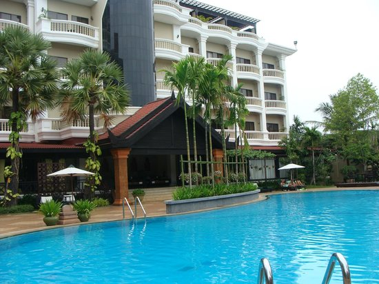 Borei Angkor Resort & Spa: pool area