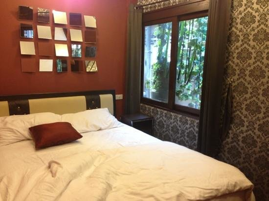 Focal Local Bed and Breakfast: chambre chic