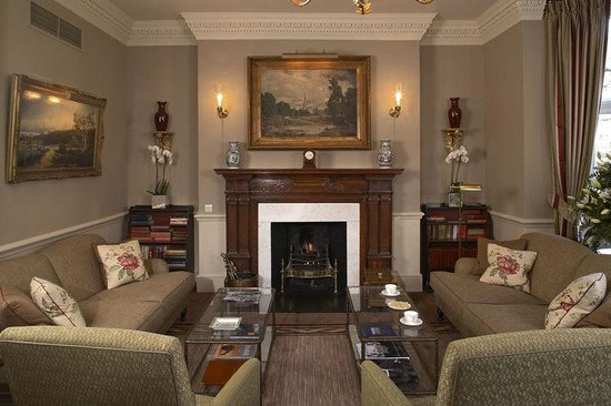 Draycott Hotel: Drawing Room