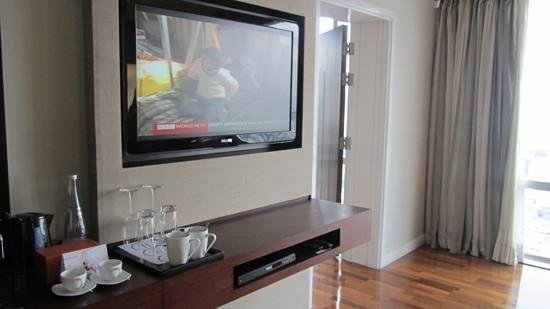 Pullman Bangkok Hotel G: suite 3405, 2 big flat screens
