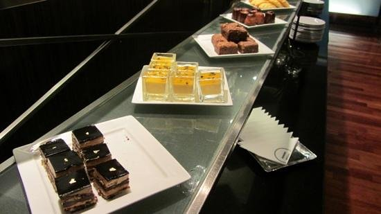 Pullman Bangkok Hotel G: afternoon tea, executive lounge