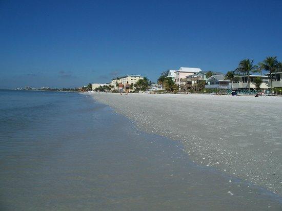 Cornerstone Beach Resort :                   Typical calm day on the Gulf - 5 inch waves