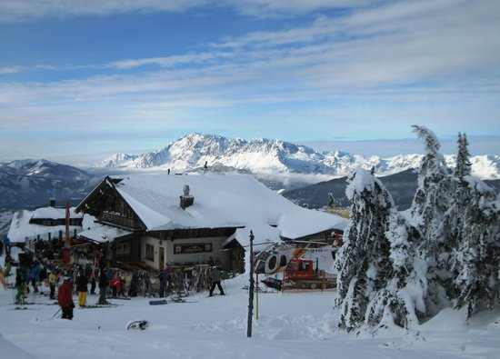 Funsport-, Bike- & Skihotelanlage Tauernhof : Restaurant above Flachau