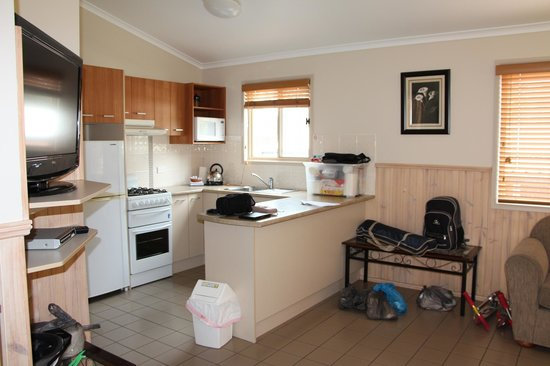 Secura Lifestyle Happy Hallidays :                   2 Bed Deluxe Cabin - Kitchen