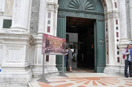 Scuola Grande di San Rocco:                   入口
