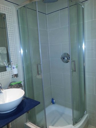 The Langorf Hotel: Super Small and Cramped Shower