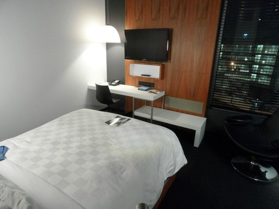 Alt Hotel - Toronto Airport:                                     Bedroom/TV
