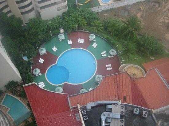 Plaza Paitilla Inn: looking down on pool