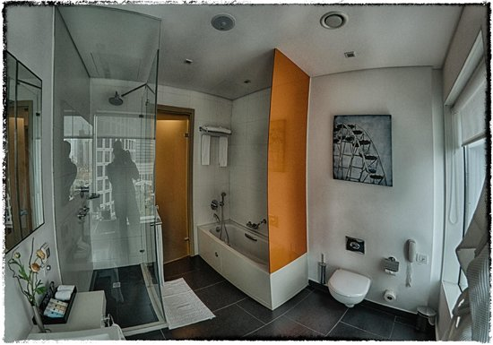 Crowne Plaza Tel Aviv City Center: Bathroom