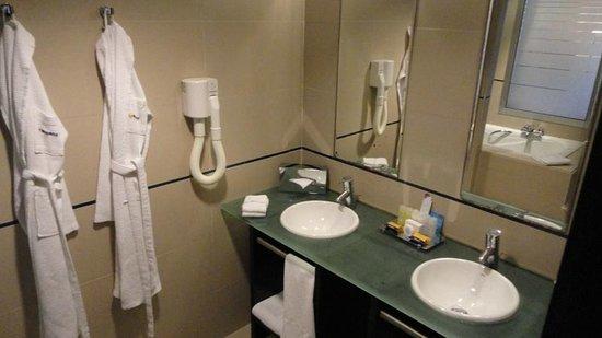 Iberostar Parque Central: Bathroom in the annexe