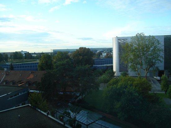 Steigenberger Airport Hotel Frankfurt:                   Vista desde la habitación