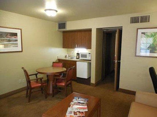 Ramada Mesa Phoenix East Area : King Suites