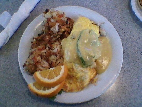 Schooner or Later : Crab & cheddar omelete with Hollandaise & hash browns