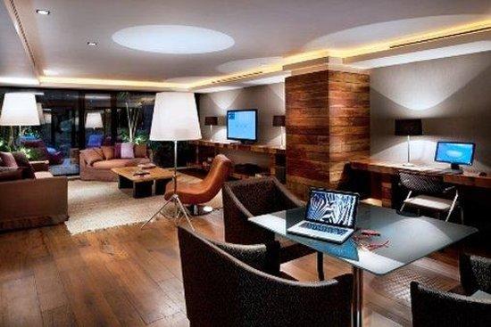 Las Suites: Business Center