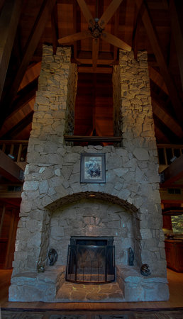 Little Ahwahnee Inn Yosemite: 35 ft Granite Fireplace