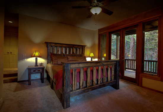 Sugar Pine Suite at Little Ahwahnee Inn