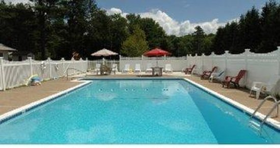 Saco River Lodge & Suites: Pool Area