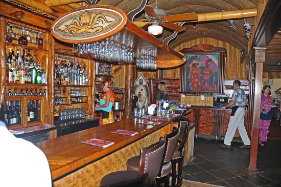 The bar where we had our lunch picture of mama 39 s fish for Mamas fish house lunch menu