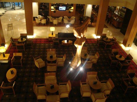 Hilton Vienna:                   Lobby-bar