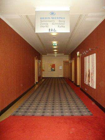 Hilton Vienna:                   Pasillo