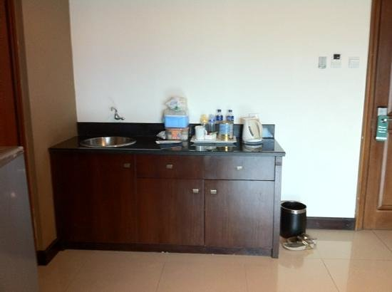 Galeri Ciumbuleuit Hotel & Apartment: pantry