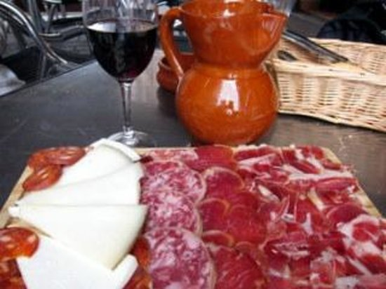 Bodeguita Canaria: Our wonderful meat and cheese platter