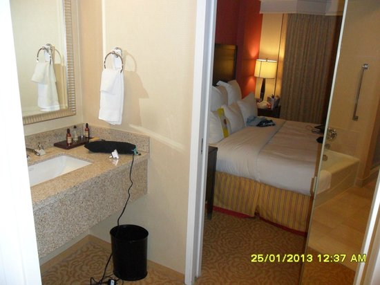 Chicago Marriott Suites O'Hare:                   Bedroom with adjoining dressing area / sink