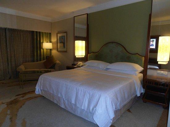 โรงแรม เชอราตันอิมพีเรียล กัวลาลัมเปอร์: Big comfortable bed