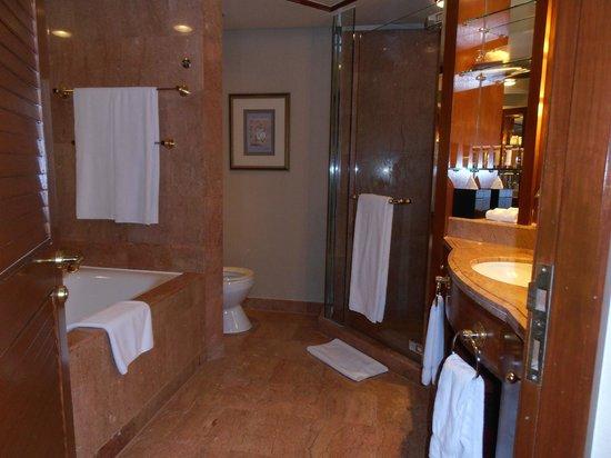 Sheraton Imperial Kuala Lumpur Hotel: Bathroom