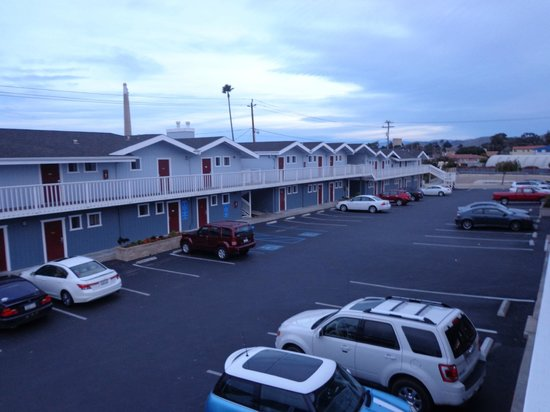 outside view picture of harbor house inn morro bay. Black Bedroom Furniture Sets. Home Design Ideas