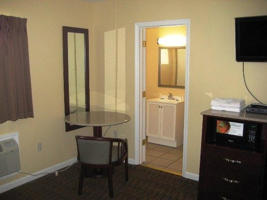 Red Carpet Inn and Suites: Red Carpet Inn Wrightstown NJ, 2 Doubles Non Smoki