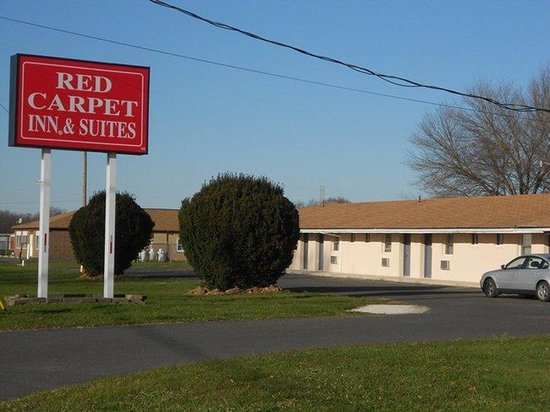 Red Carpet Inn and Suites: Red Carpet Inn Wrightstown NJ, Sign