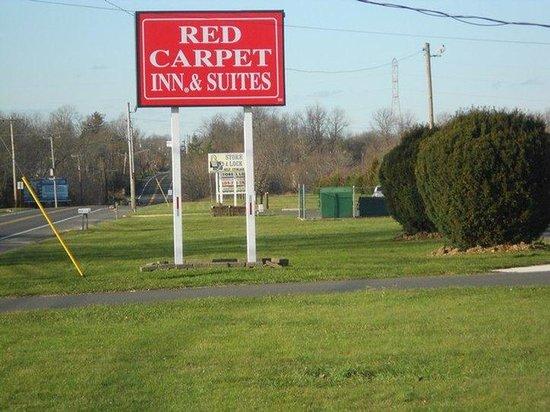 Red Carpet Inn and Suites : Red Carpet Inn Wrightstown NJ, Roadside sign