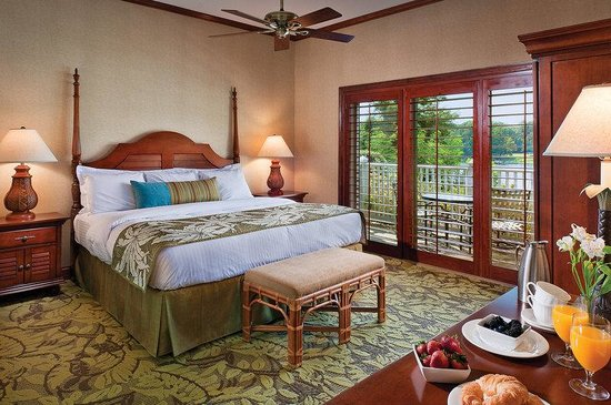 The Tides Inn: Tides Inn Deluxe King Guest Room