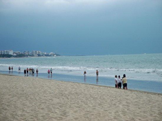 Hotel Riu Palace Pacifico:                   beautiful beach with fine sand, better than puerto vallarta proper