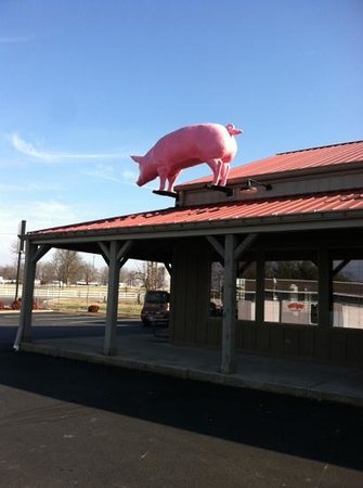 Tom's Blue Moon BBQ:                   The pig on the roof