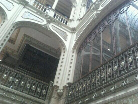 Palacio Postal:                   Los detalles del museo son dignos de admirar con paciencia.