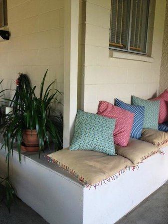 Clayfield B & B : Outdoor seating for your use