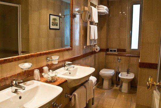 Hotel Ludovisi Palace: Bathroom