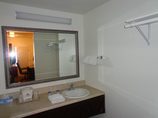 Americas Best Value Inn - Ridgecrest North: Bathroom
