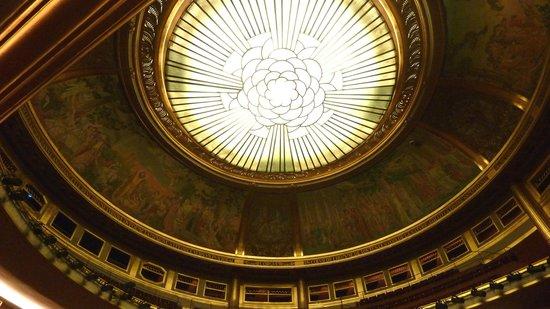 Théâtre des Champs-Élysées : Lalique chandelier