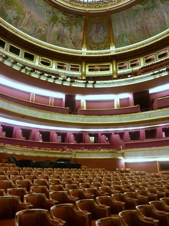 Théâtre des Champs-Élysées : grande salle, dome painted by Maurice Denis