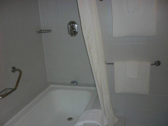 James Cook Hotel Grand Chancellor: Bathroom