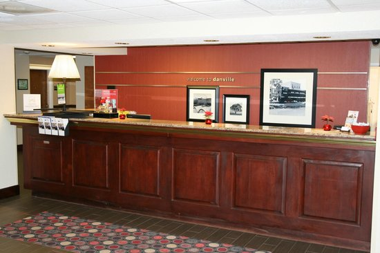 Hampton Inn Danville: Front Desk