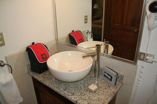Apartotel & Suites Villas del Rio: Bath area