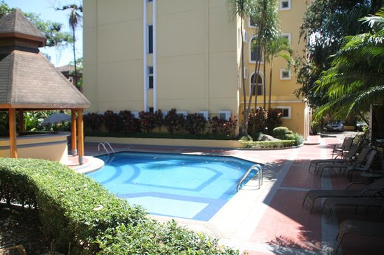 Apartotel & Suites Villas del Rio: Lower pool area